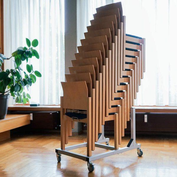 ErgoSusSTACK XL – Stühle platzsparend lagern und transportieren